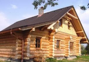 Недорогие деревянные дома и бани из бревна большого диаметра.
