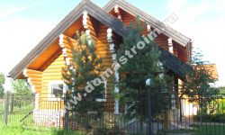 dom-iz-ocilindrovannogo-brevna-listvennicy-1